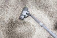 Як видалити плями і повністю почистити ковролін