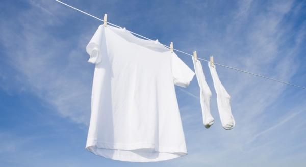 Як швидко відбілити футболку, не зіпсувавши річ