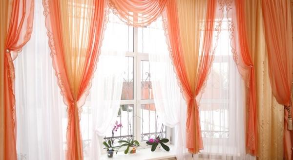 Як красиво і незвично повісити тюль на вікно