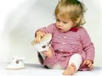 Як навчити дитину самостійно одягатися
