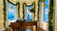 Як прикрасити вікно новорічною гірляндою