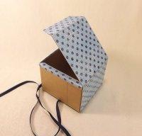 Як зробити подарункову коробку з картону