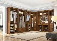 Чи потрібна в будинку гардеробна?