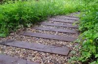 Як виготовити з підручних матеріалів садову доріжку своїми руками