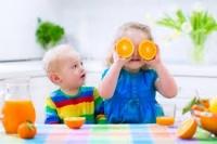 Свіжовичавлений сік для маленької дитини